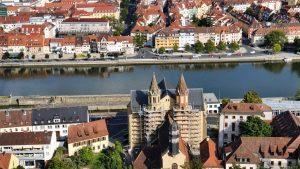 Blick von der Festung Marienberg auf St. Burkard in Würzburg
