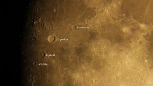 Die Umgebung um Mondkrater Copernicus am 16. September 2021