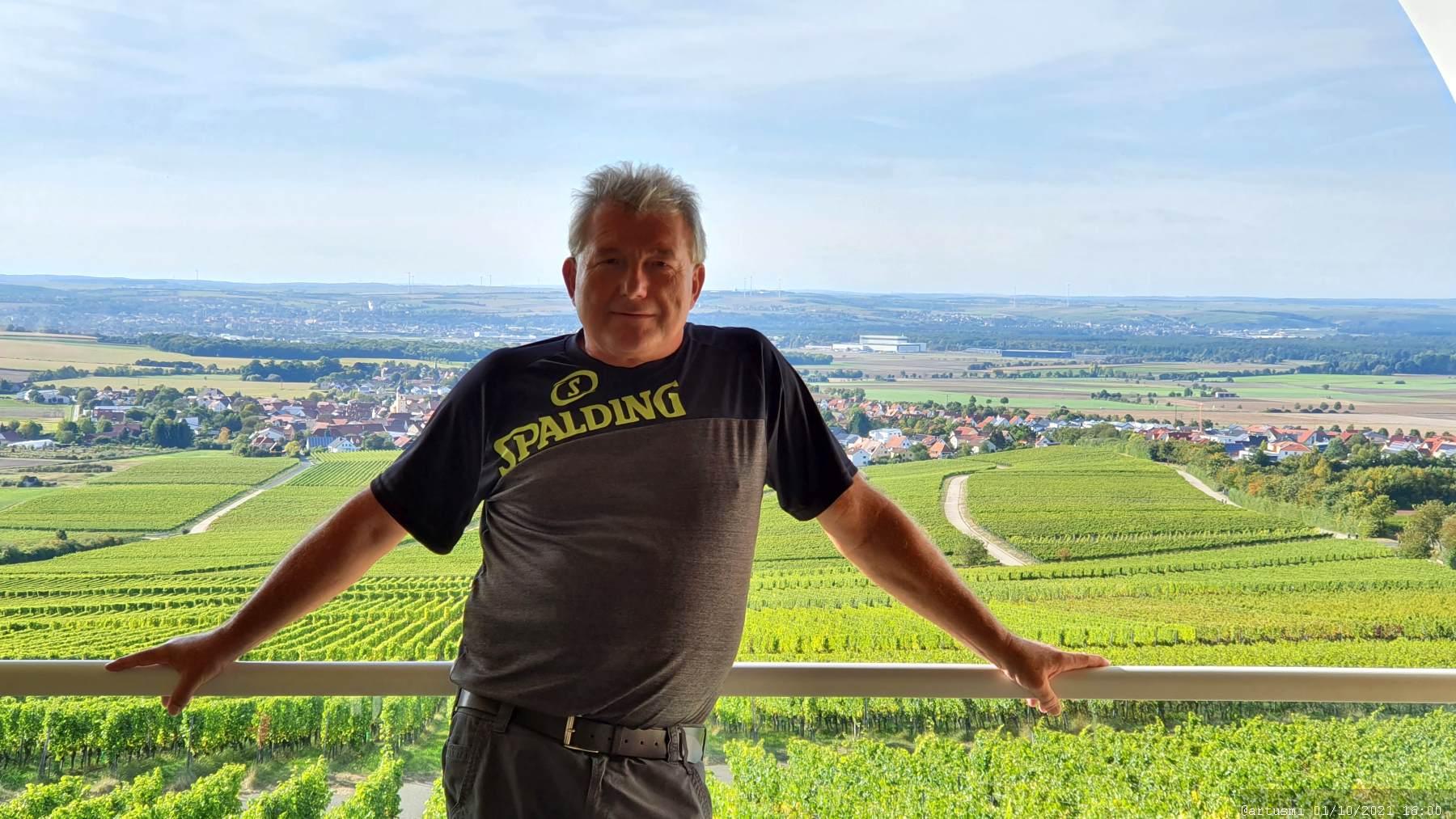 Artur Schmitt in der Röhre am terroir f Rödelsee im Landkreis Kitzingen