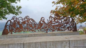 Skulptur der berühmten Abendmahlszene von Leonardo da Vinci am terroir f Frickenhausen