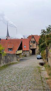 Kapellensteige in Frickenhausen mit Blick auf das Obertor