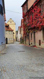 Hauptstraße in Frickenhausen mit Blick auf das Mühltor
